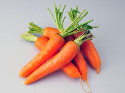 这种胡萝卜素的分子结构相当于2个分子的维生素a
